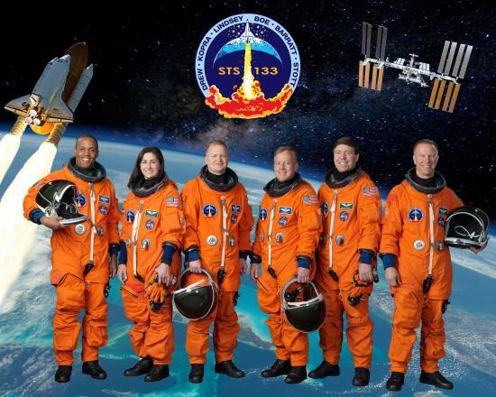 L'équipage d'astronautes lors de la mission STS 133...