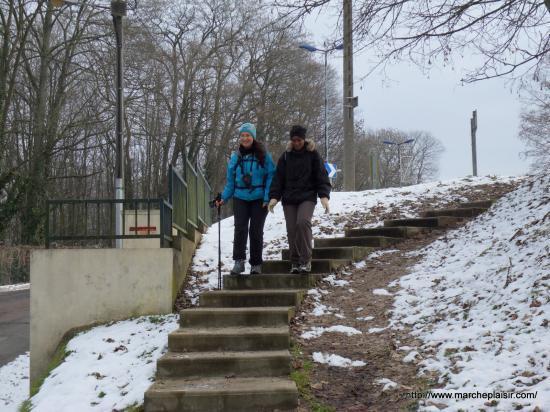 Annick et Maryse, près du passage à niveau à Osny
