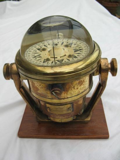 les instruments de navigation  sextants  compas  loch