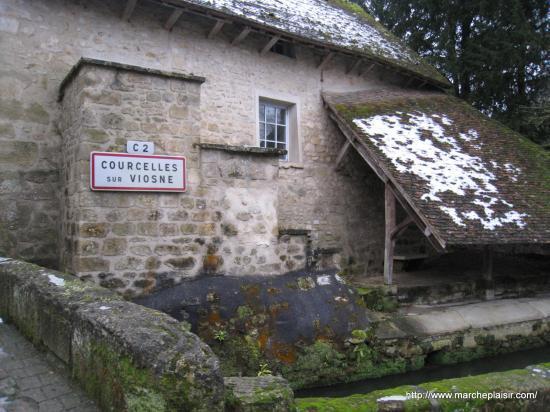 Lavoir à Courcelles sur Viosne ( 95 )