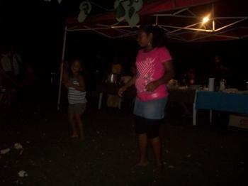 Audélie et laurina dansent le séga!