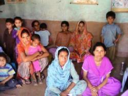 femmes assises dans un centre de PMI