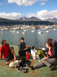 Arriba de nuestro barco abandonado, frente al mar y con sol! - Ushuaia