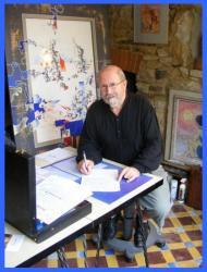 Raymond Louis Quillivic dans son atelier-galerie.