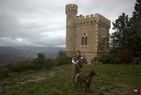 Camille, Dvorah et Freesia devant la tour Magdalena