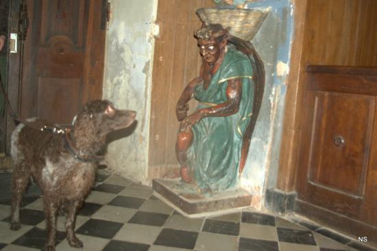qu il est vilain le diable de la petite église restaurée par Saunière !!