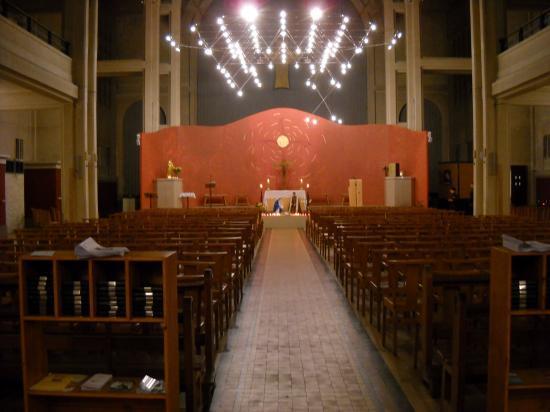 iintérieur de l'Eglmise St Vincent de Paul