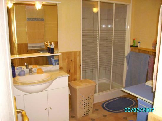 de salle de bains ,raccordement eau ,air, electrique et evacuation