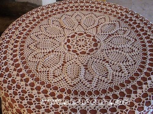 Nappe de table ronde en crochet