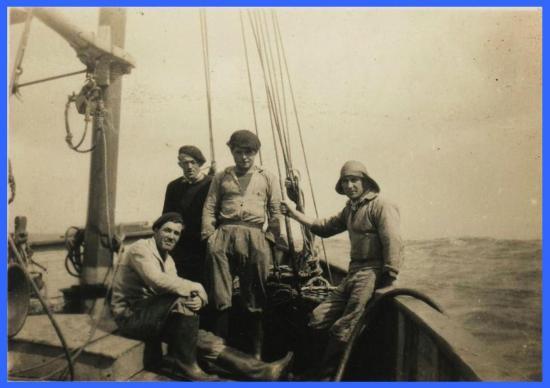 (Son père à bord du Risque-Tout à Dunkerque).
