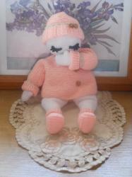 Poupée entièrement tricotée Assise!!!