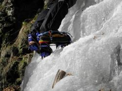 Cramponnage sur cascade