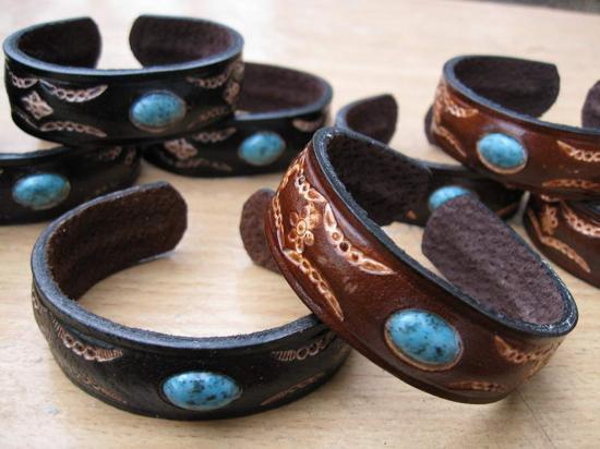 Bijoux cuir et pierres