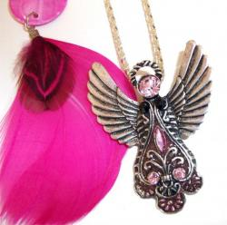 Collier Pendentif Aile d'Isis Rose 5,50 €