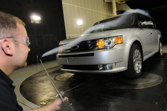 Test aérodynamique en soufflerie à l'aide d'un gaz opaque