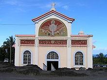 L'église Notre-Dame-des-Laves présente un caractère remarquable du fait de la coulée de lave aujourd'hui solidifiée qui s'est arrêtée sur son porche lors d'une éruption du volcan appelé Piton de la Fournaise en 1977