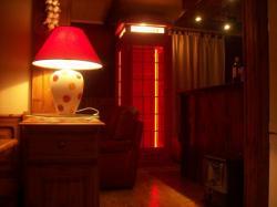 cabine téléphonique anglaise équipée de néon led