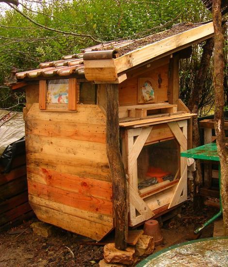chauffage ecolo pour chats dans une cabane en bois corde. Black Bedroom Furniture Sets. Home Design Ideas