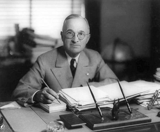 Un ancien Colonel Américain déclare que la divulgation a déjà eu lieu PRESIDENT-HARRY-TRUMAN