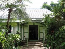 La maison Folio vue des jardins à Hell Bourg, inscrite au titre des monuments historiques depuis le 6 avril 1989