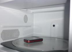 téléphone portables dans un micro-ondes