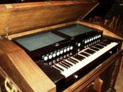 Harmonium Alexandre de l'église de Maringues