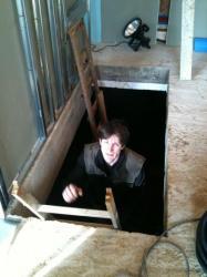 Mon chéri remonte de la cave, pour les passages de l'électricité !