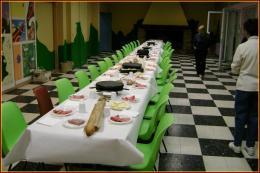 La table à la salle de la cheminée