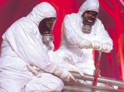 Deux travailleurs en tenue active