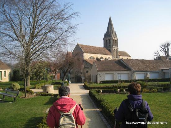 Caro, Maryvonne et l'église de Jouy le Moutier