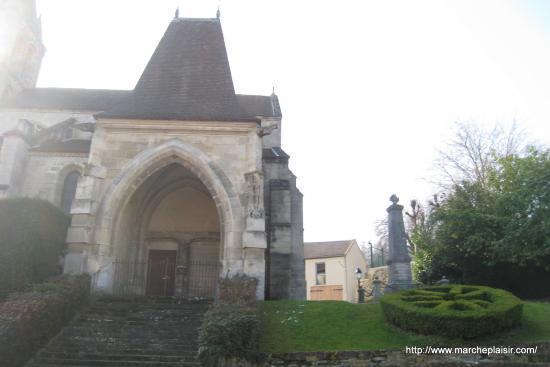 L'église de Jouy à contrejour