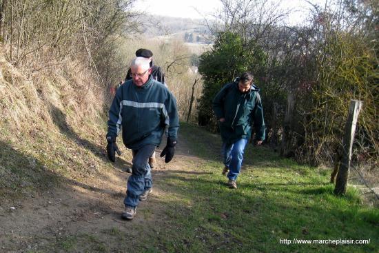 Jean, Bernard, et Francis caché derrière