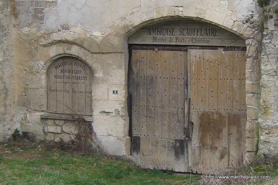 Porte en bois Ferme Manoir à Menouville