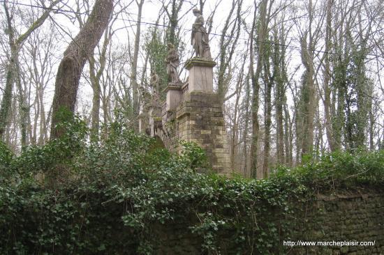 Les statues sur l'Arche ( Domaine de Balincourt)